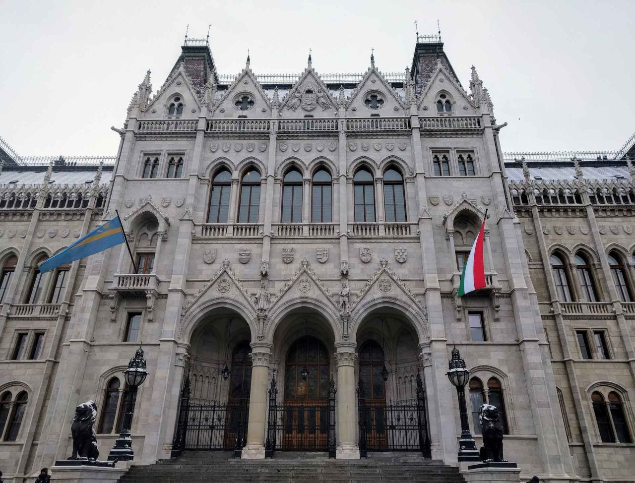 Parliament Tour with Hungarian Folklore Show plus Drink Cruise