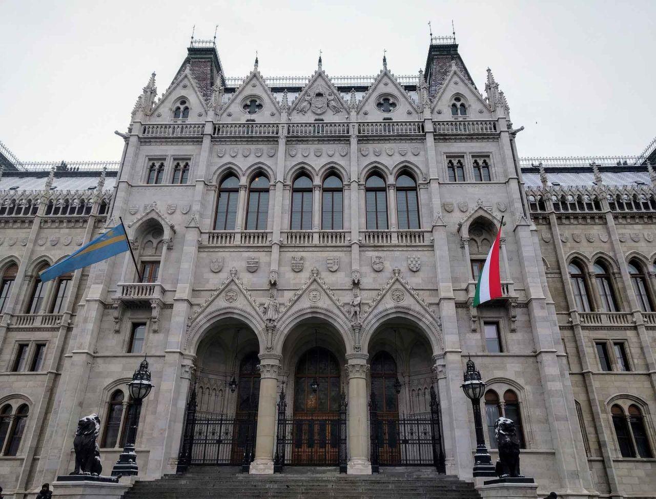 Macarıstan Parlamento Binası Turu və Folkor Performansının ardından Tunada Gemi Turu (içki seçimiyle)