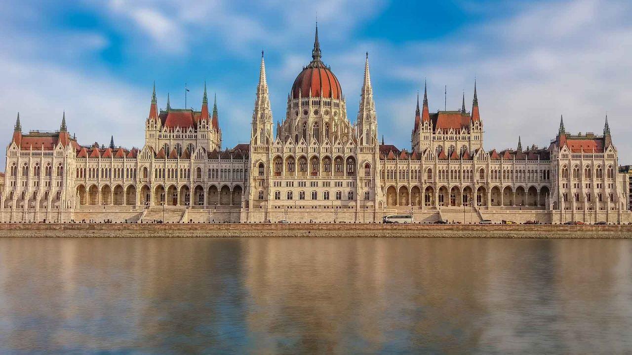 Prehliadka Parlamenta s večernou plavbou na Dunaji