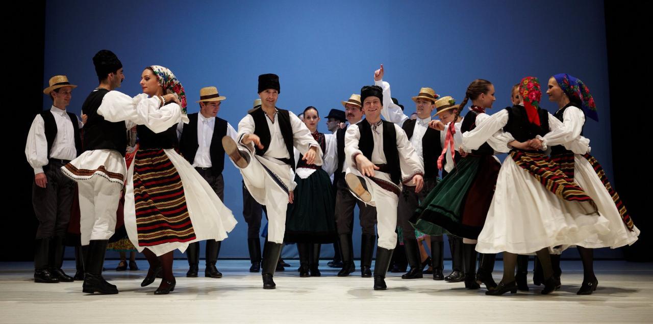 Macar Folklor Performansı ve Akşam Yemeği & Gemi Turu