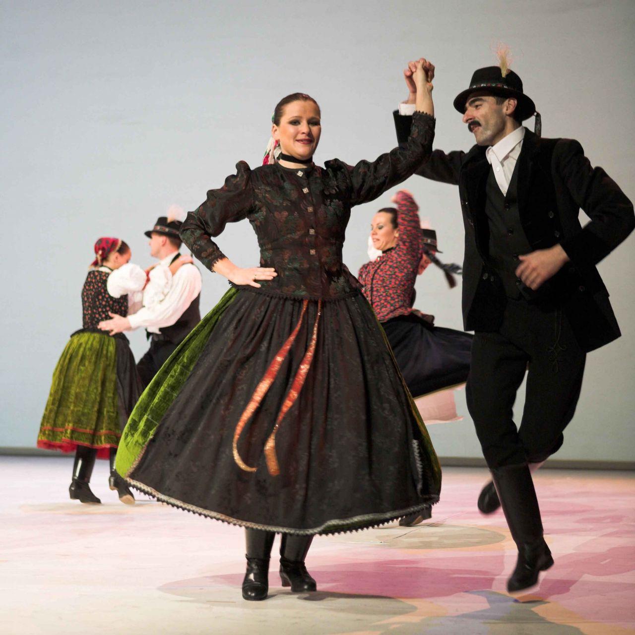 Szilveszteri Gála vacsora Folklór táncelőadással a Duna Palotában
