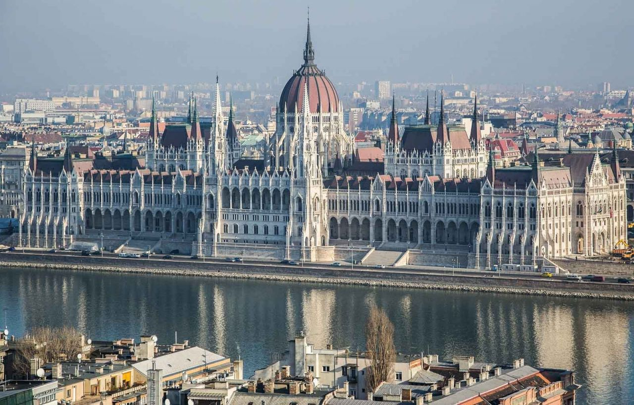 Budapest In Touch: 4-Hour Long Grand City Tour  with Parliament Visit