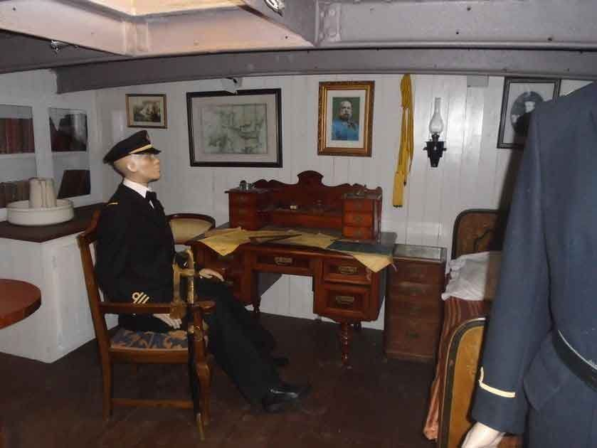 Parlamento turu ve Savaş Gemi-Müzesi girişi + Tuna nehrinde gemi turu